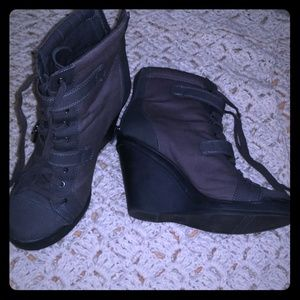 Gray Simply Vera Wedge Boots size 8 Vera Wang